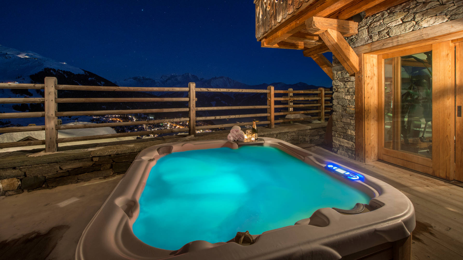 chalet-nyumba-outdoor-hot-tub-2