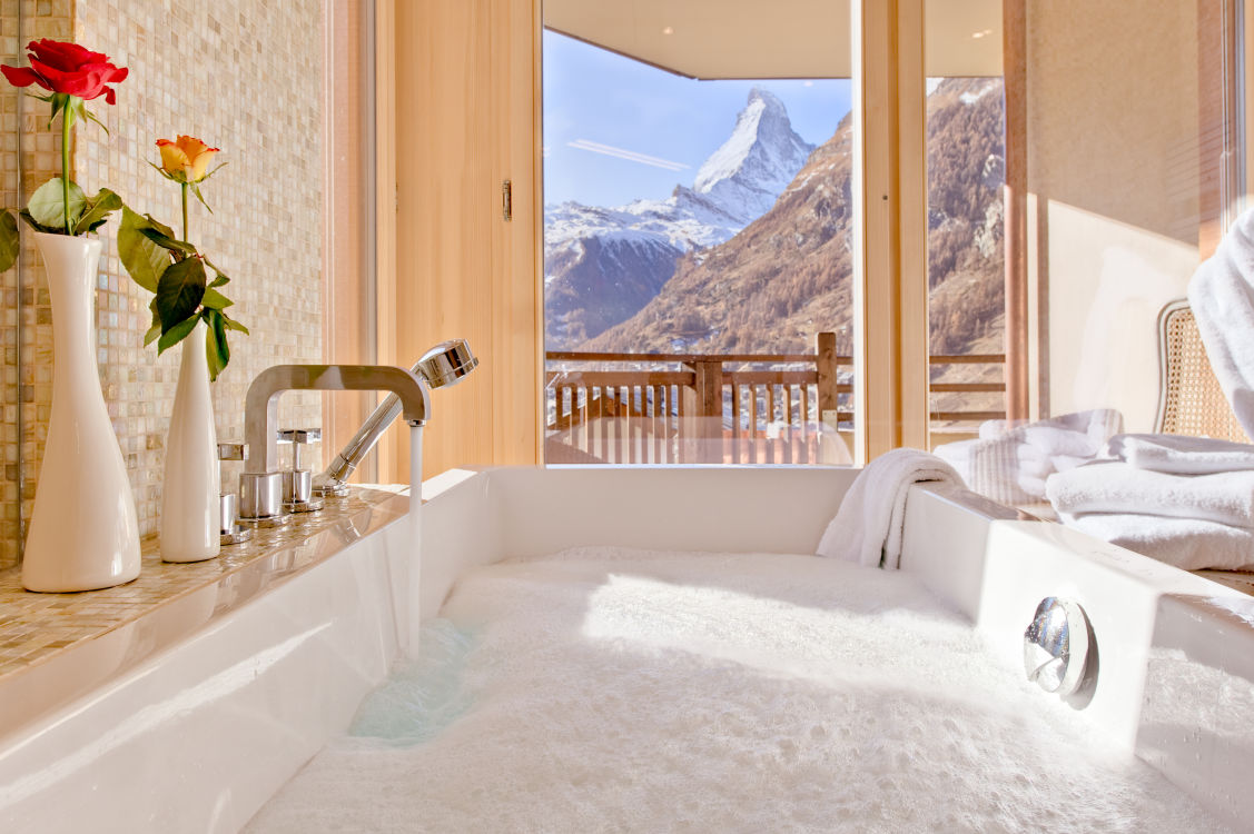 chalet-grace-bath-with-a-view-2