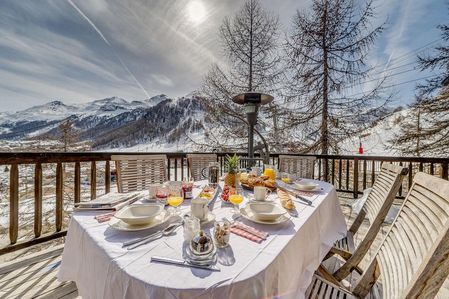 chalet-montana-balcony-2