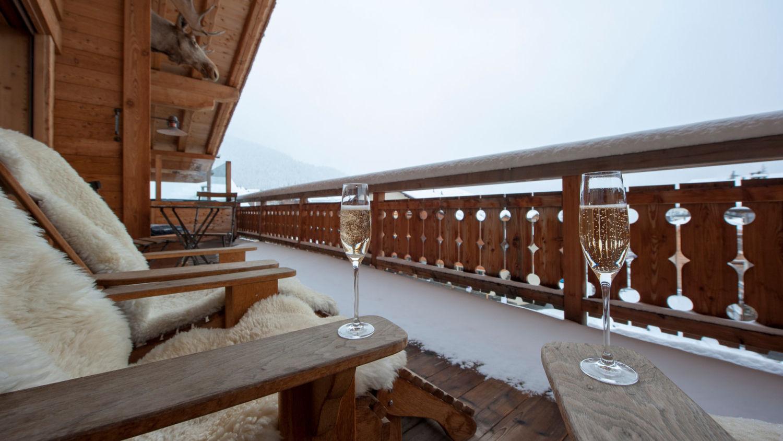 chalet-treize-etoile-balcony-3