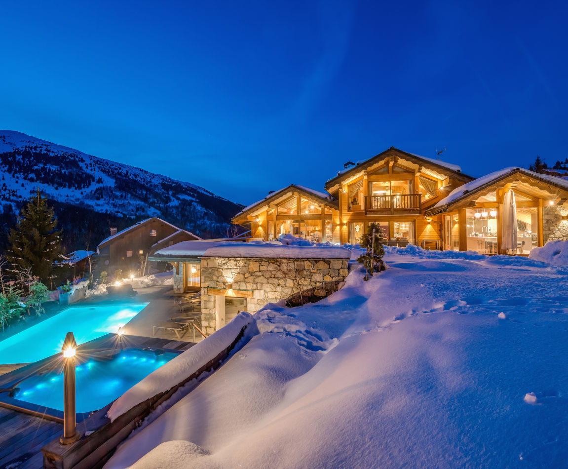 mt-pool-jacuzzi-exterior-night