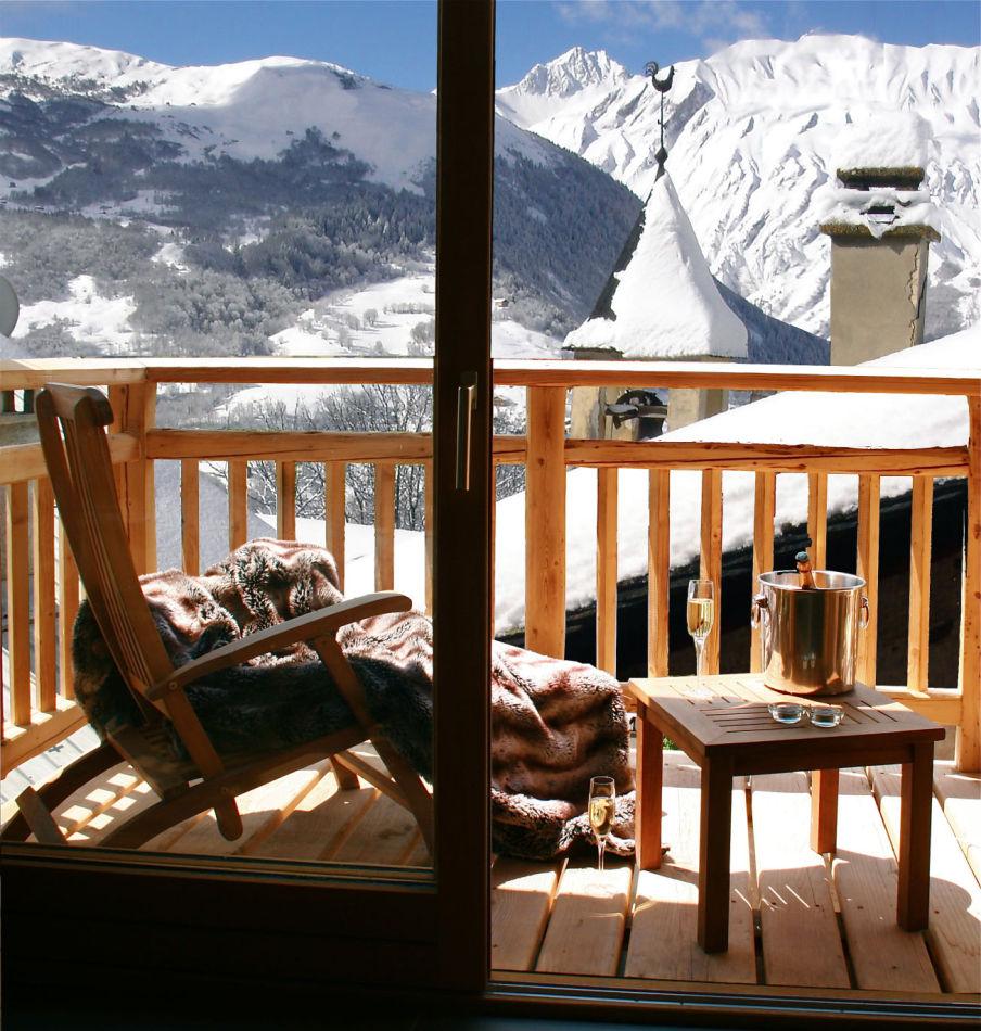 1-balcony-views-copy-right-www-thealpineclub-co-uk