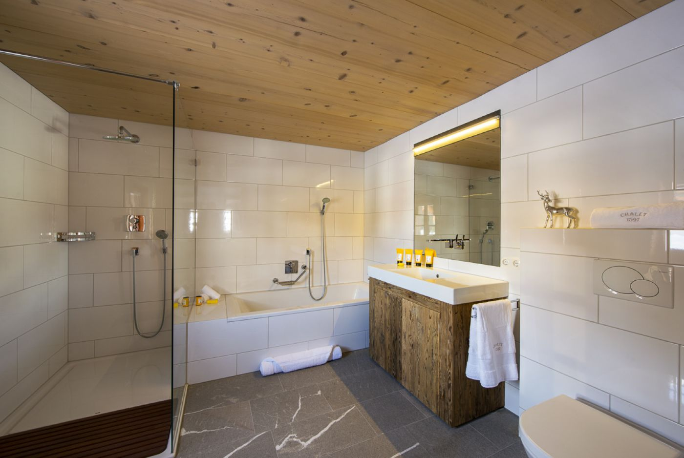 16chalet-1597-bathroom3-2