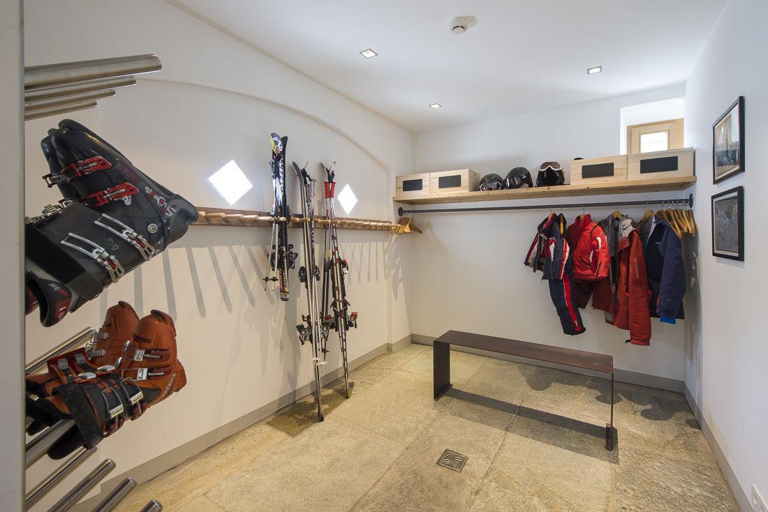 chalet-almajur-boot-room-2