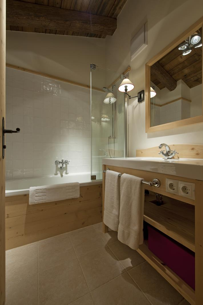 chalet-antoinette-bathroom3-2