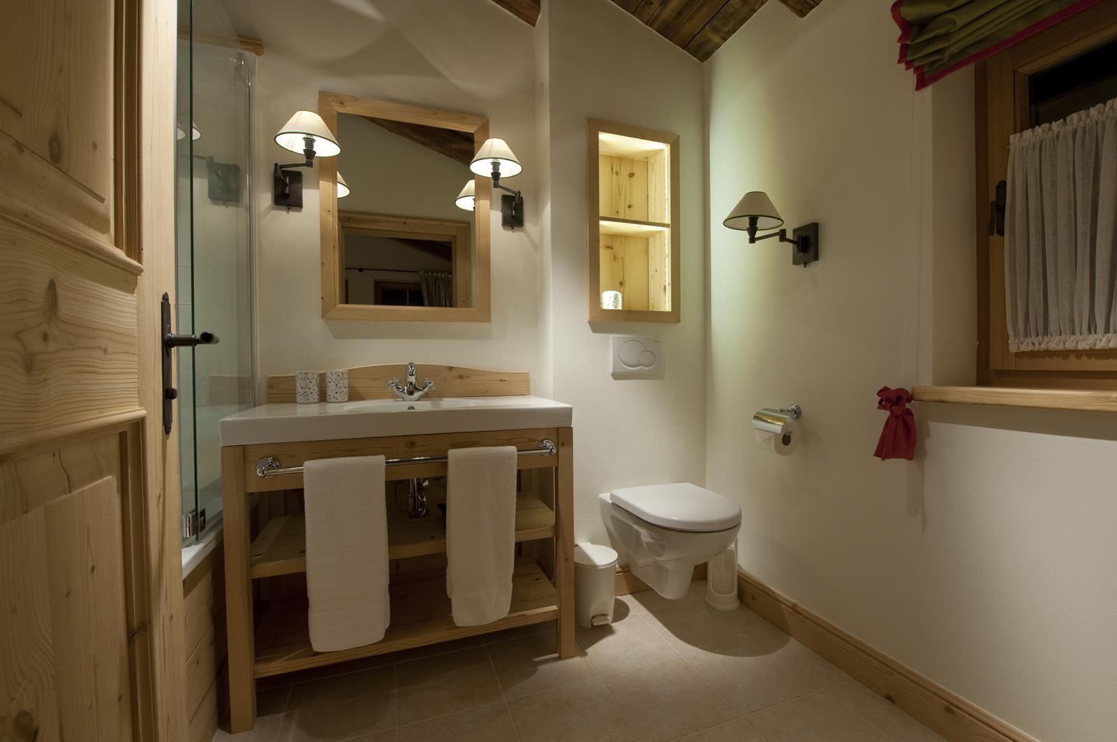 chalet-antoinette-bathroom5-2