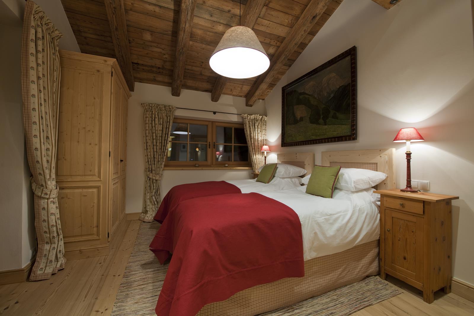 chalet-antoinette-bedroom2-2
