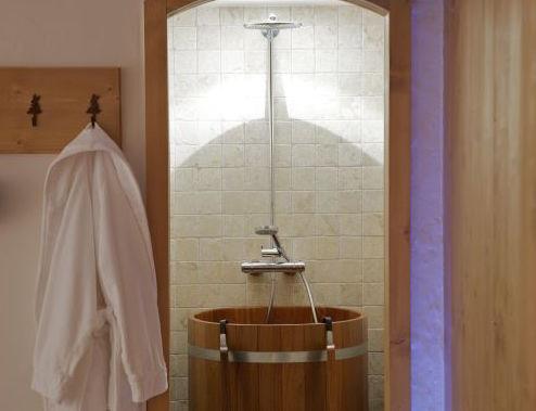 chalet-blanchot-shower-3