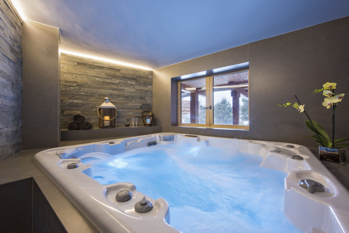 chalet-delormes-hot-tub-2