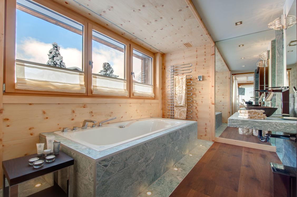 high-7-jewel-bathroom-2