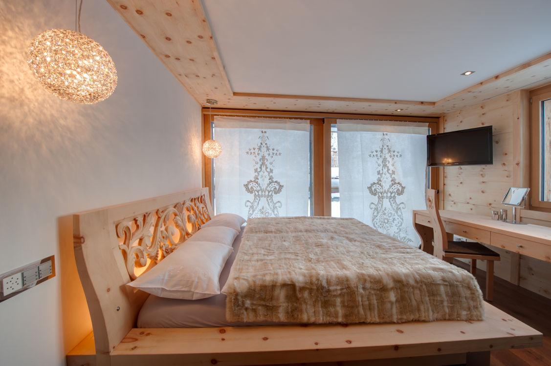 high-7-jewel-bedroom3-2