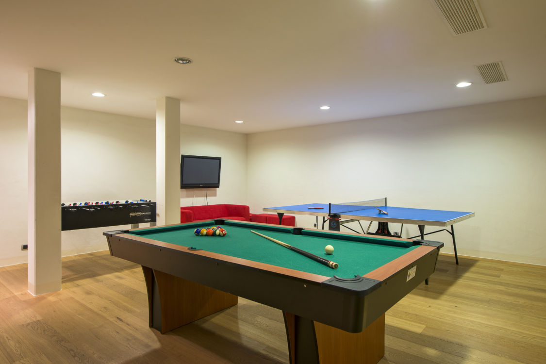 valentine-penthouse-shared-games-room-2