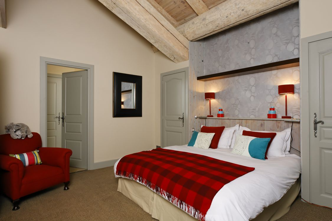 interior-of-yellowstone-lodge-13