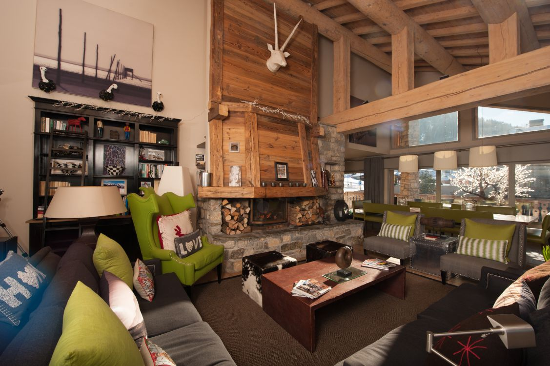 living-room-at-yellowstone-lodge-3