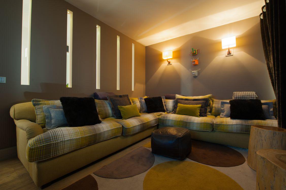 television-room-at-yellowstone-lodge-3