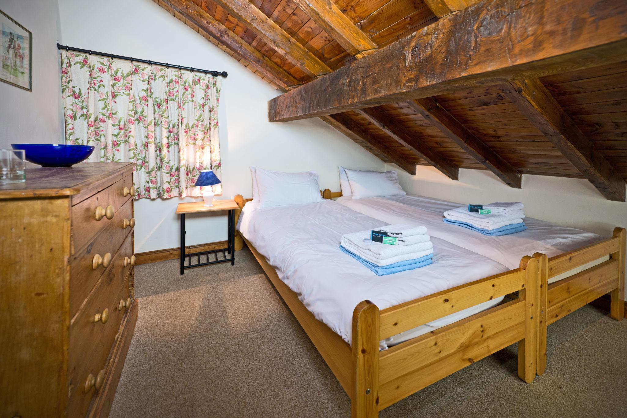 bedroom_twin_1-4