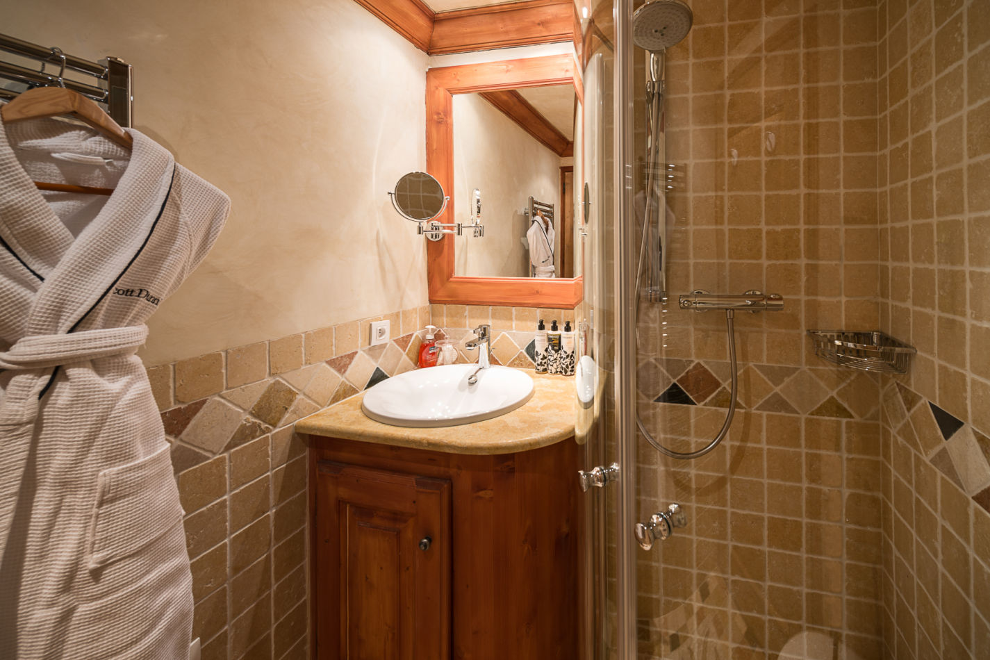 bunkroom_bathroom