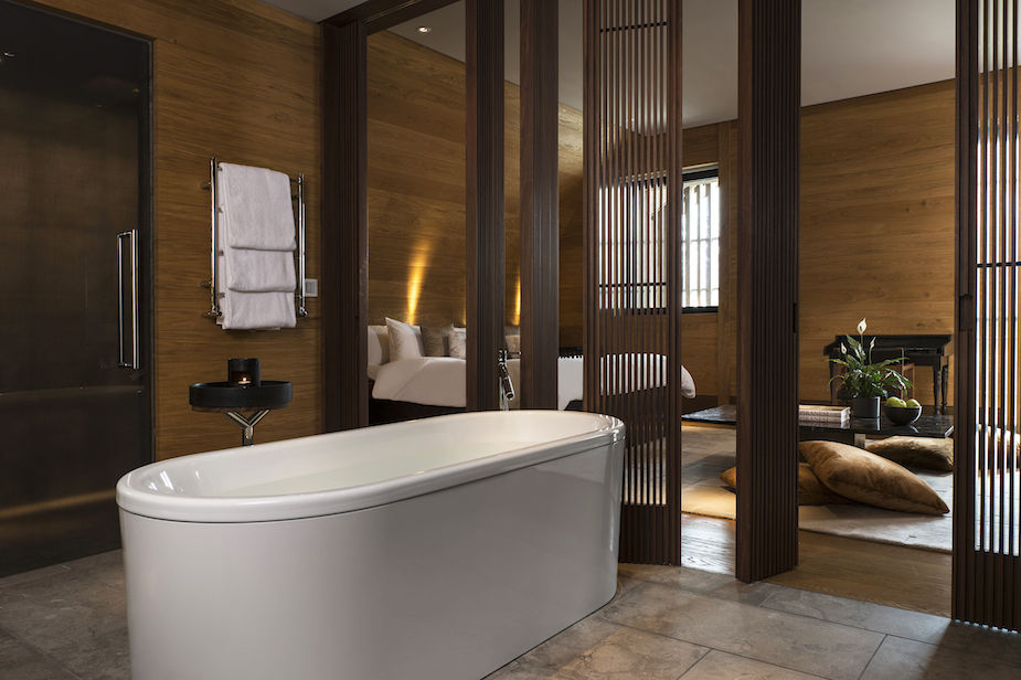 cam-room-deluxe-room-bathroom-02-3