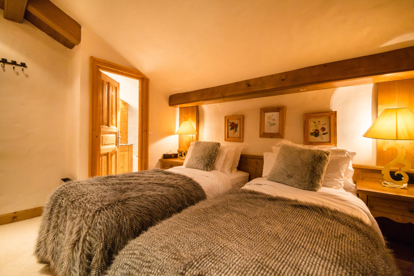 chalet-maisonnee-a-bedroom-image-4