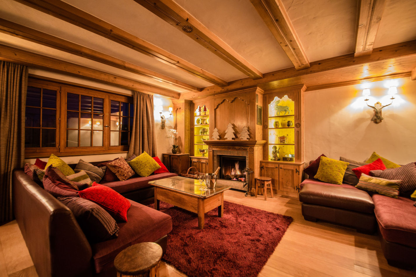 chalet-maisonnee-a-living-room-night-1