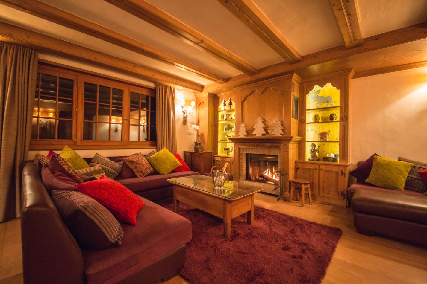 chalet-maisonnee-a-living-room-night-2