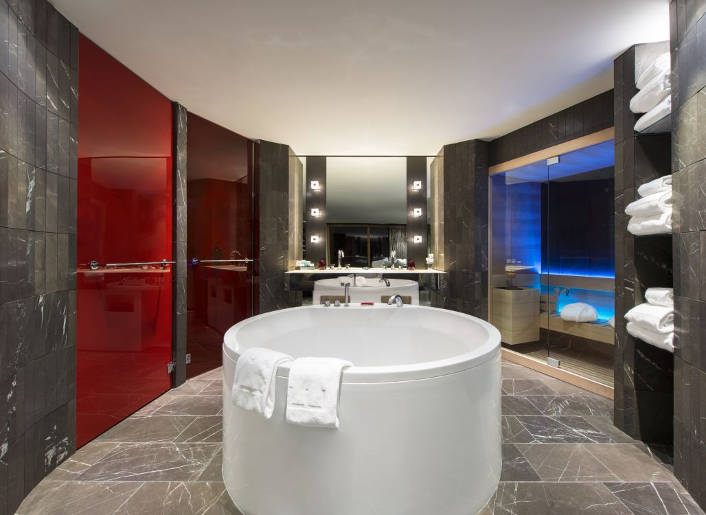 ewow-suite-bathroom