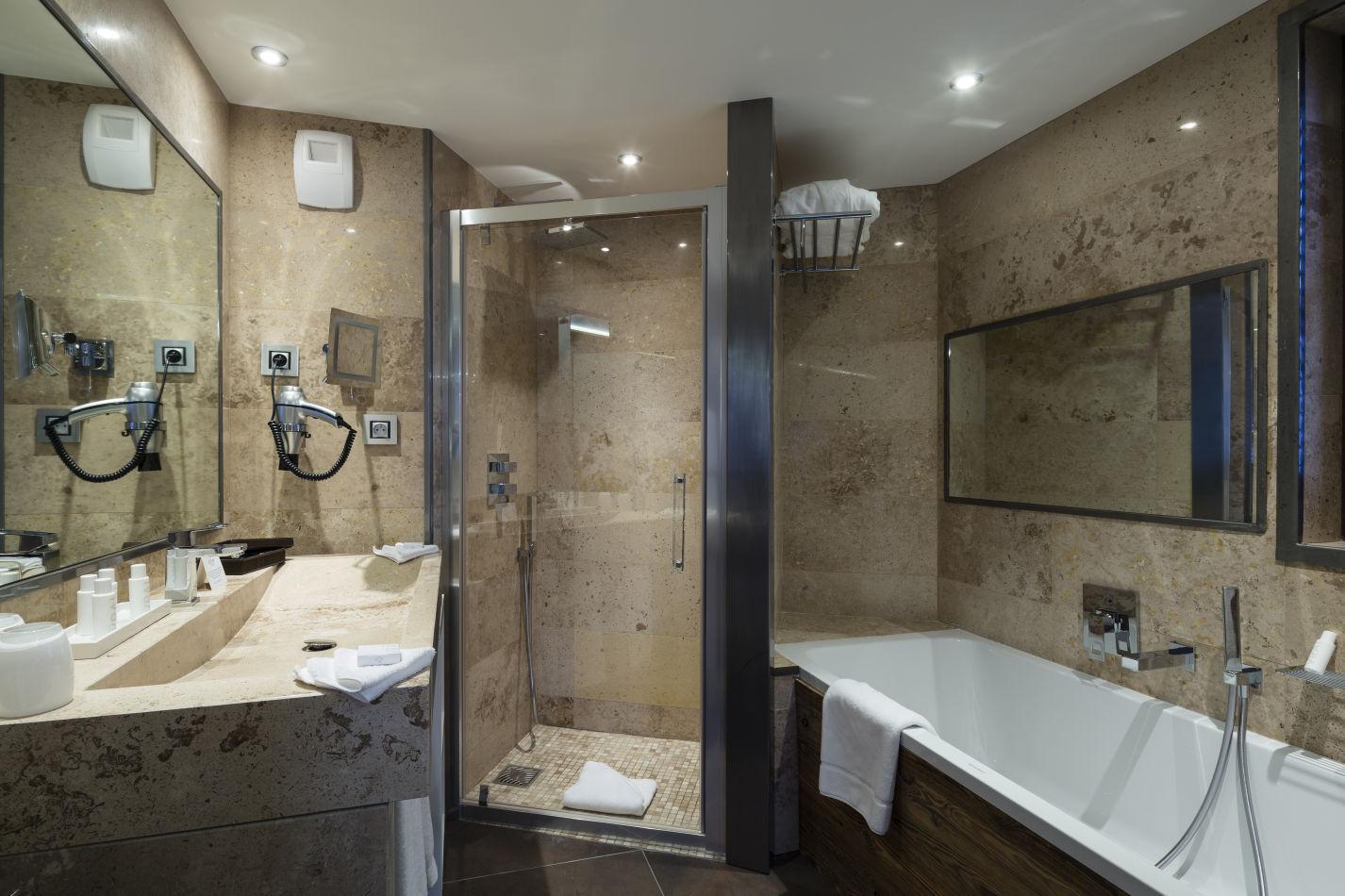 luxury-room-36-m%c2%b2-salle-de-bain