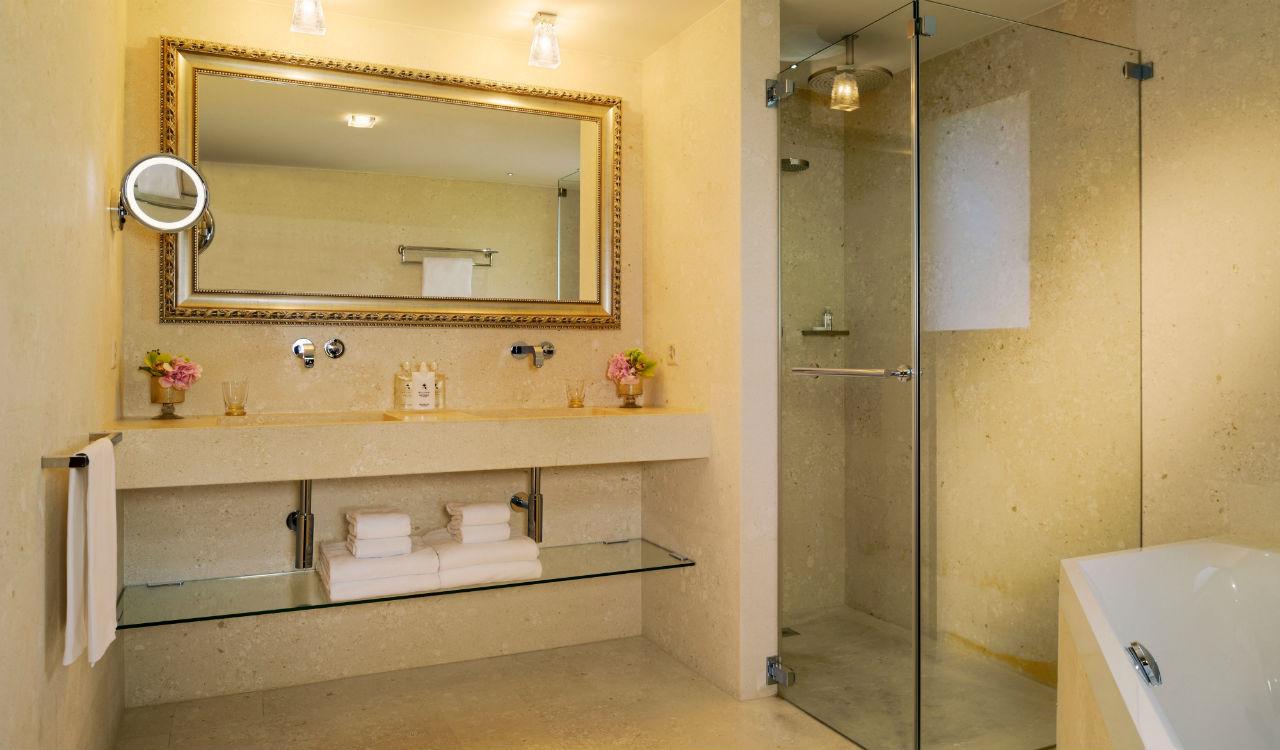 hotel-guarda-golf-bathroom