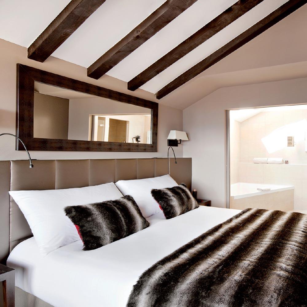 hotel-vanessa-grand-combin-bedroom