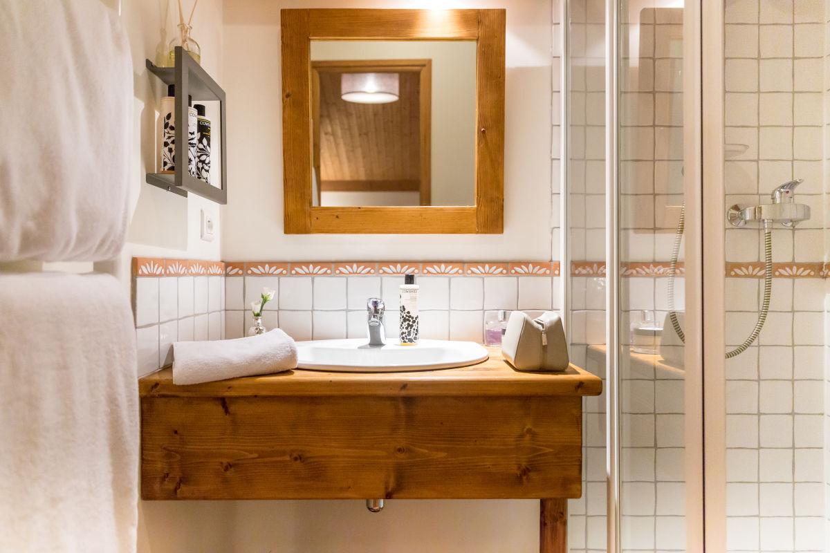 chalet-le-crepet-bathroom