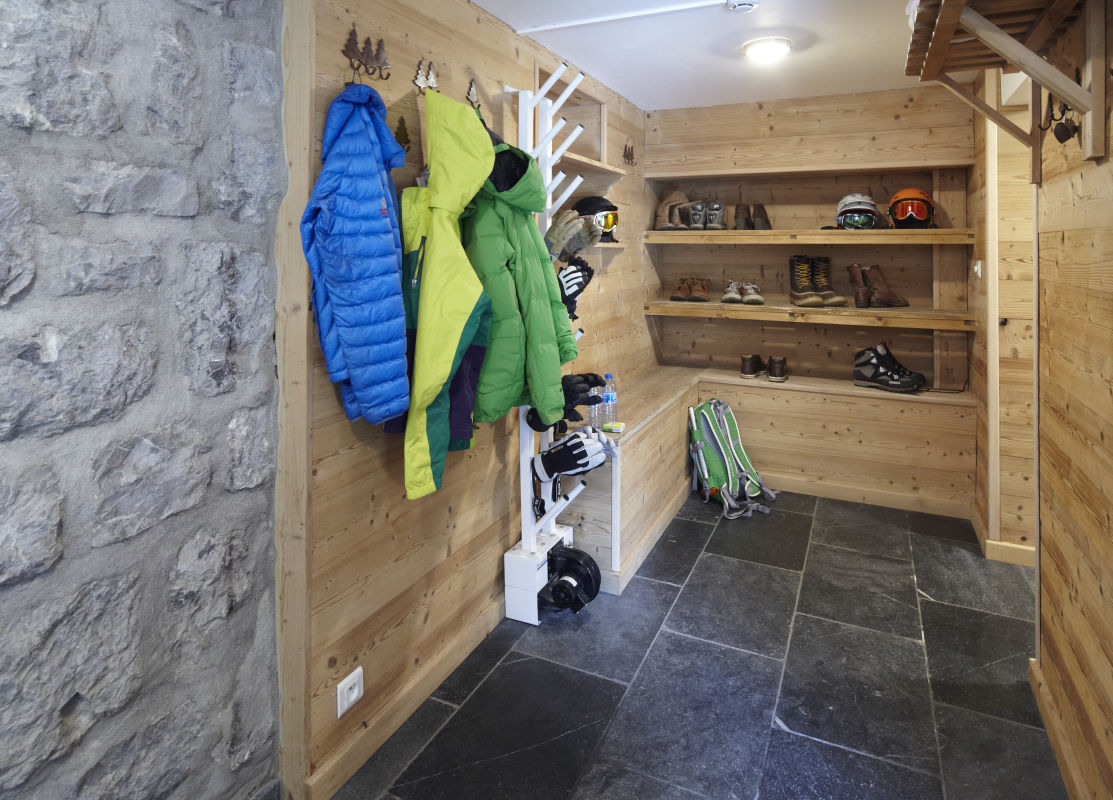 chalet-le-crepet-boot-room
