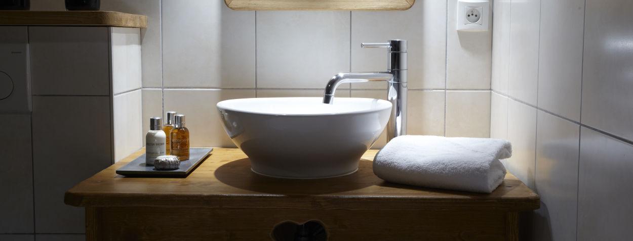 la-ferme-delise-bathroom