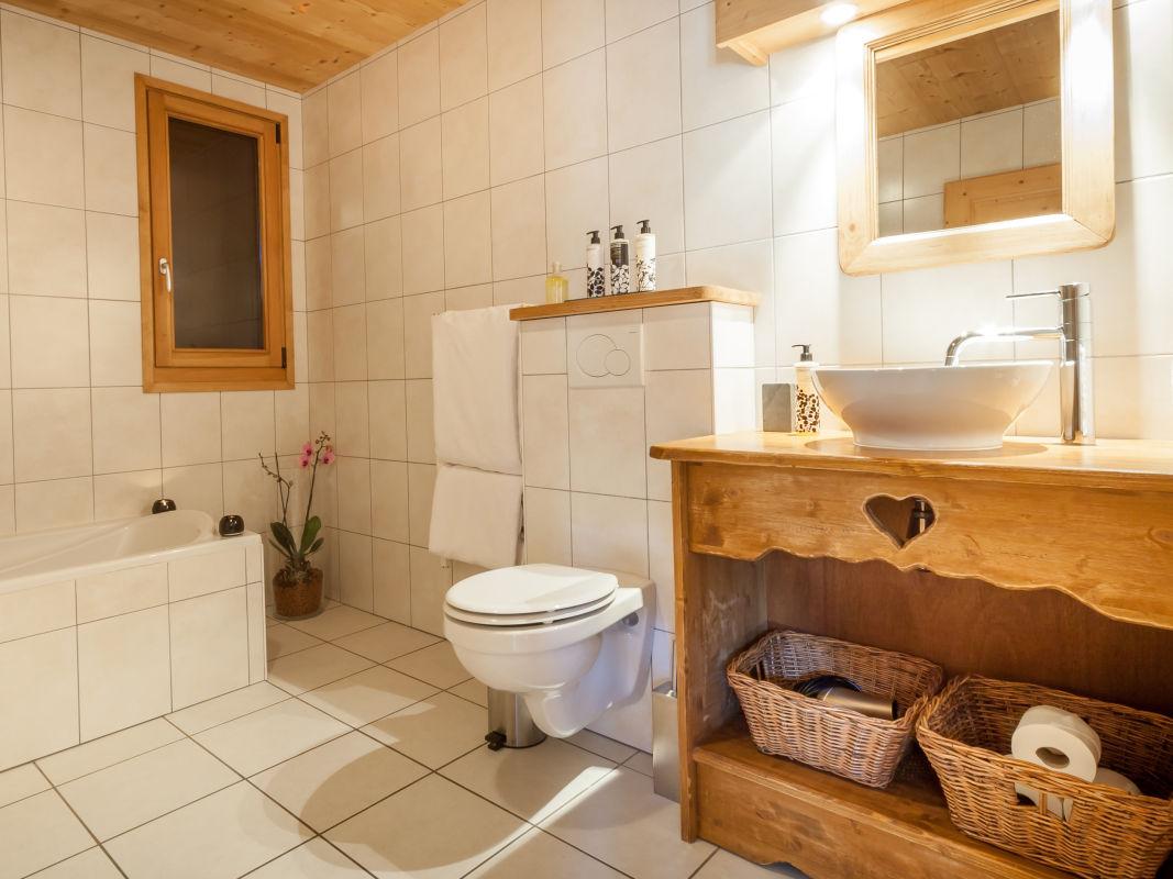 la-ferme-delise-bathroom2