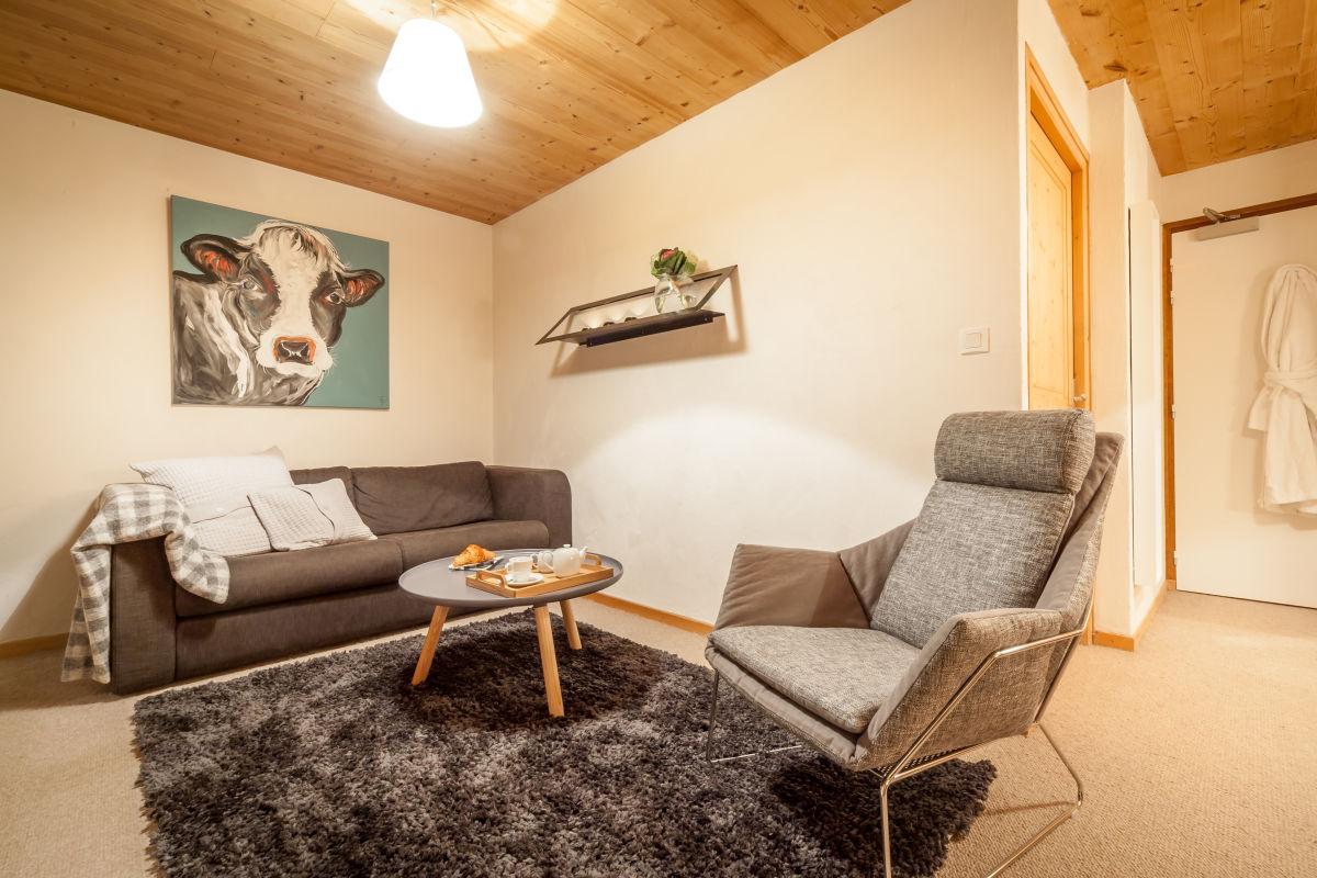 la-ferme-delise-suite-sitting-area