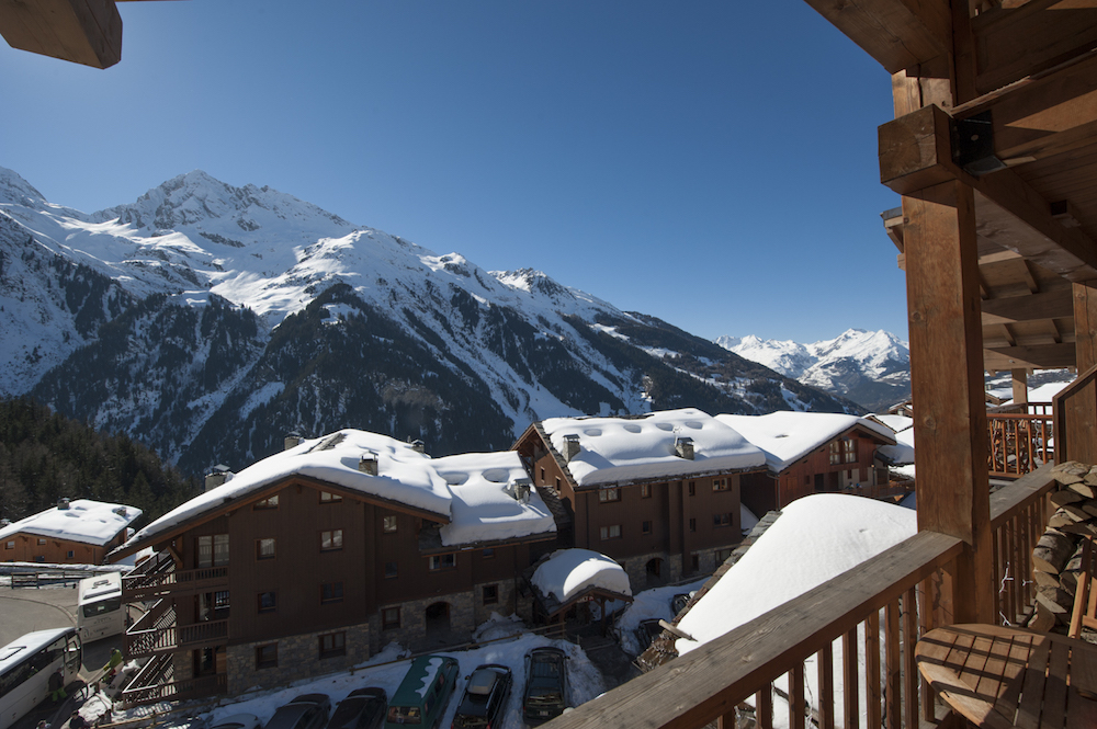 the-north-face-chalet-balcony