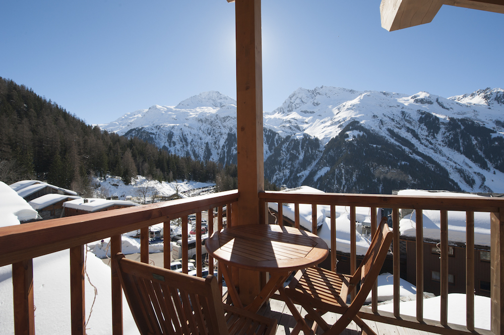 the-balcony-in-south-face-chalet