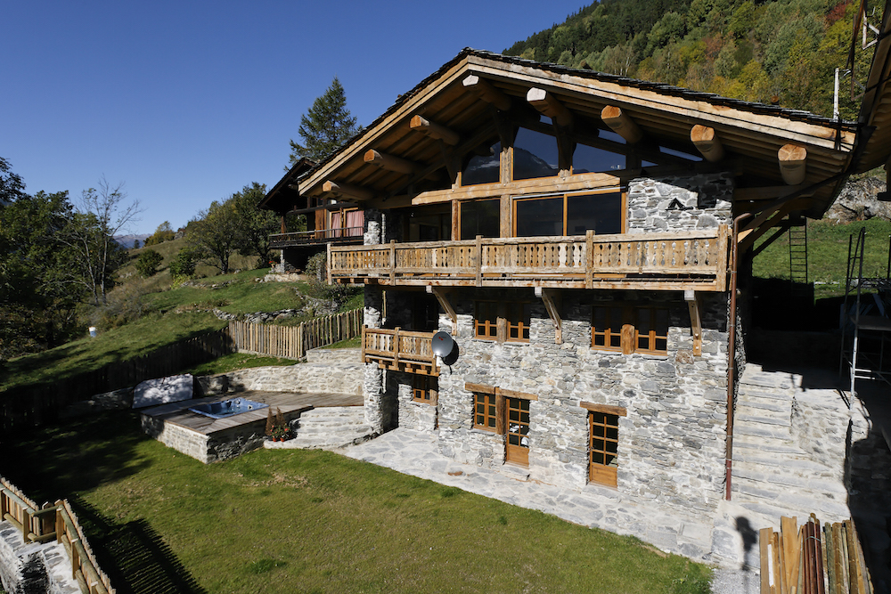 exteroir-of-chalet-merlo-in-the-summer-2