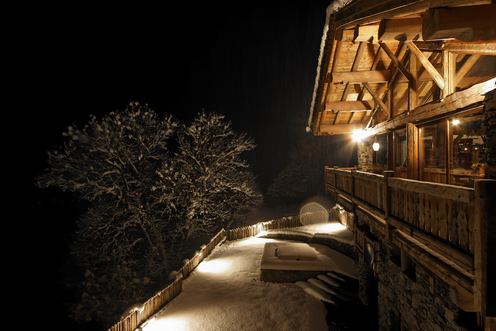 chalet-merlo-at-night-3