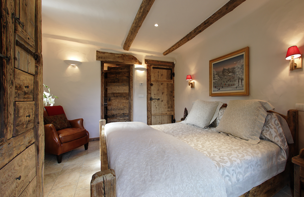 master-bedroom-at-chalet-merlo-2
