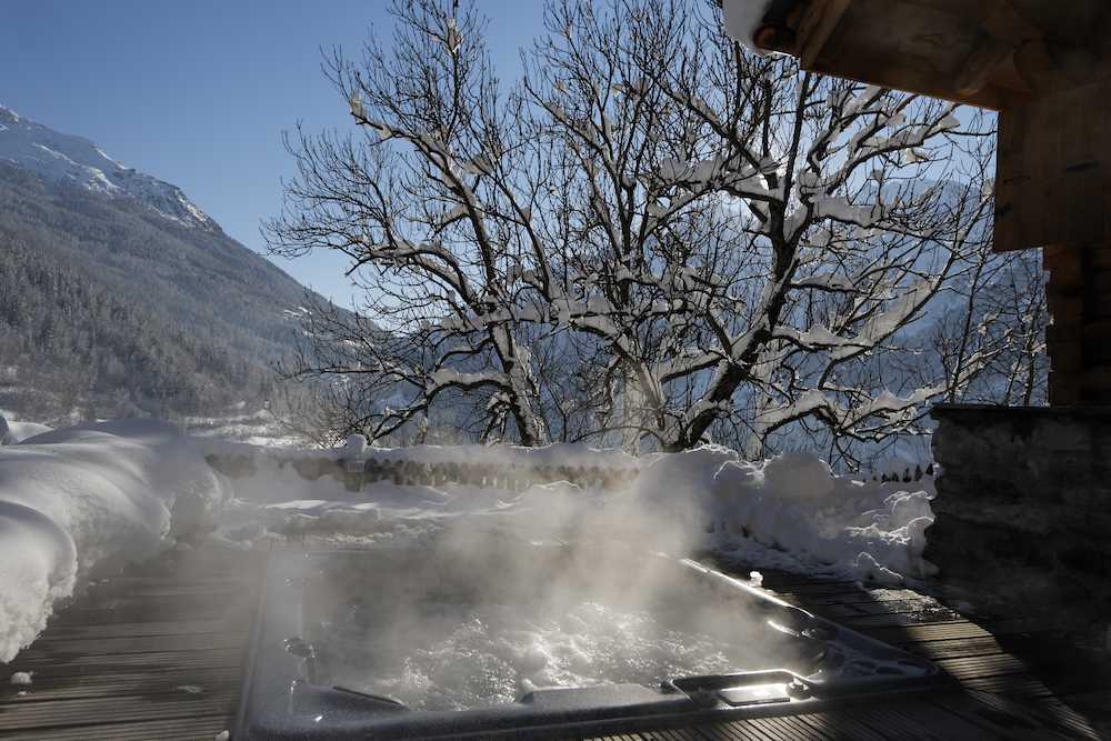 the-jacuzzi-at-chalet-merlo-3