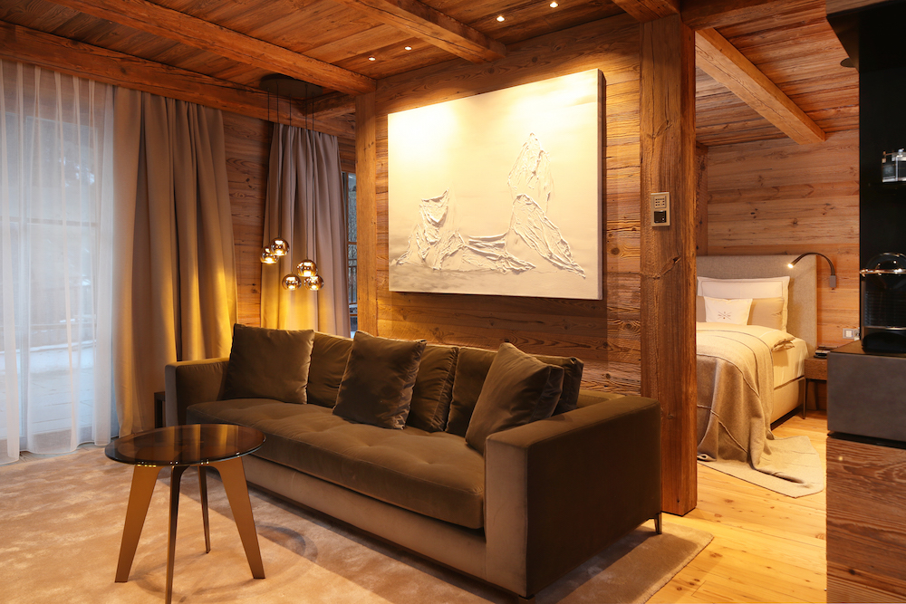 b21i0597_junior_suite_sofa