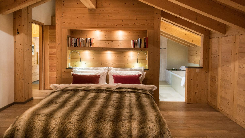 chalet-rock-bedroom-2
