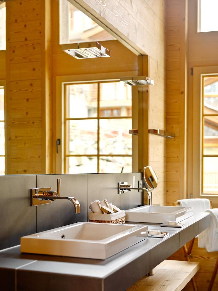 chalet-maurice-bathroom2-2