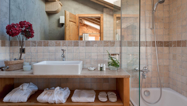 chalet-pierre-avoi-bathroom-2