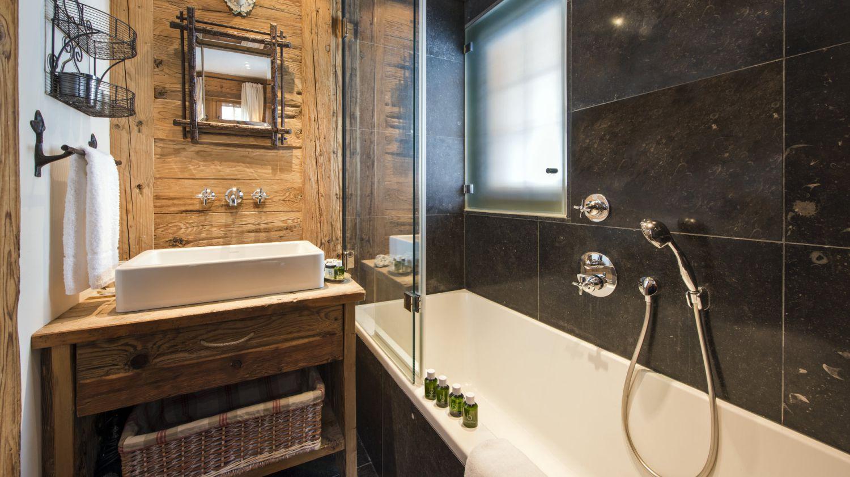 chalet-silver-bathroom-2