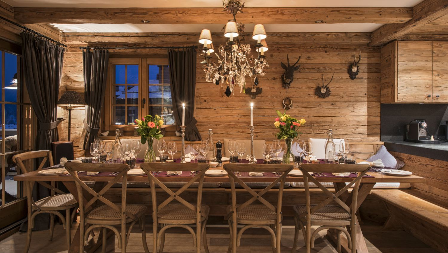 chalet-silver-dining