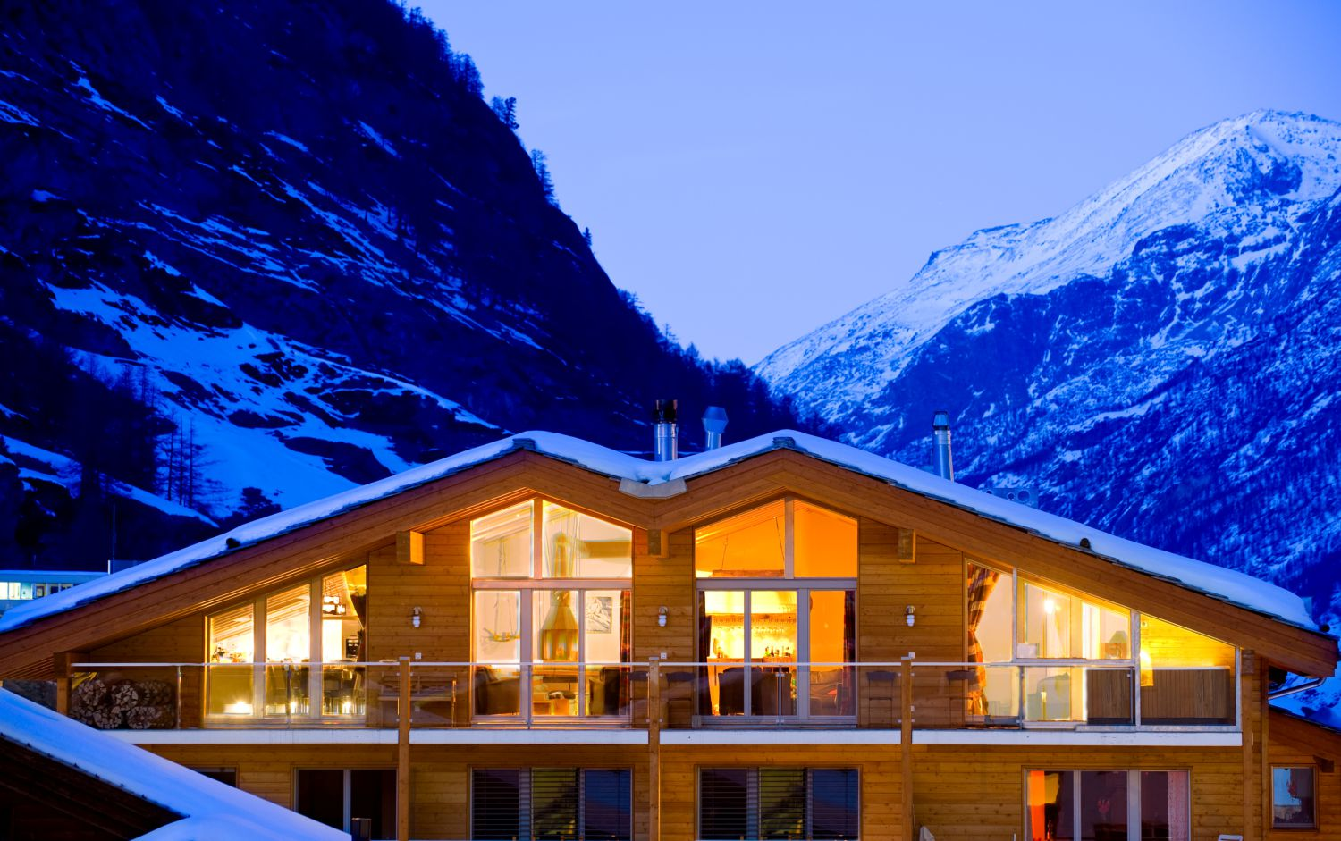 lodge-exterior-winter-dusk-straight