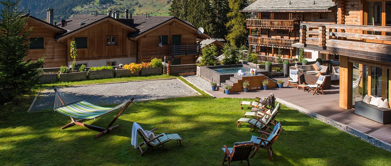 the-lodge-summer-garden