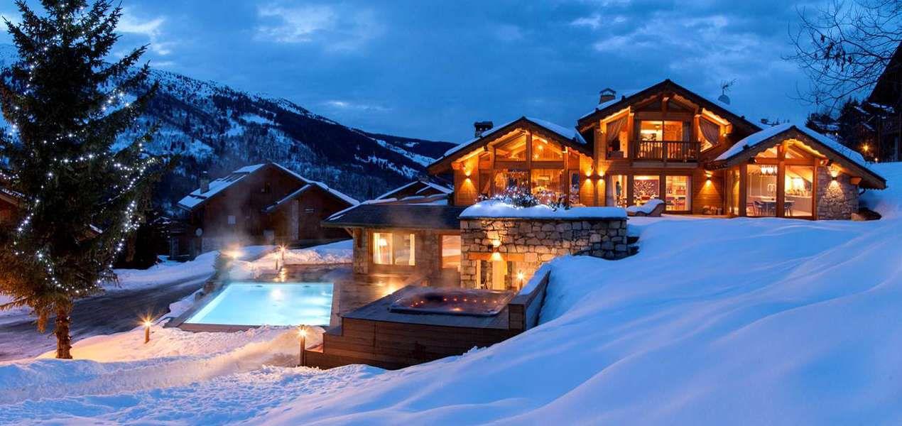 mont-tremblant-exterior-pool