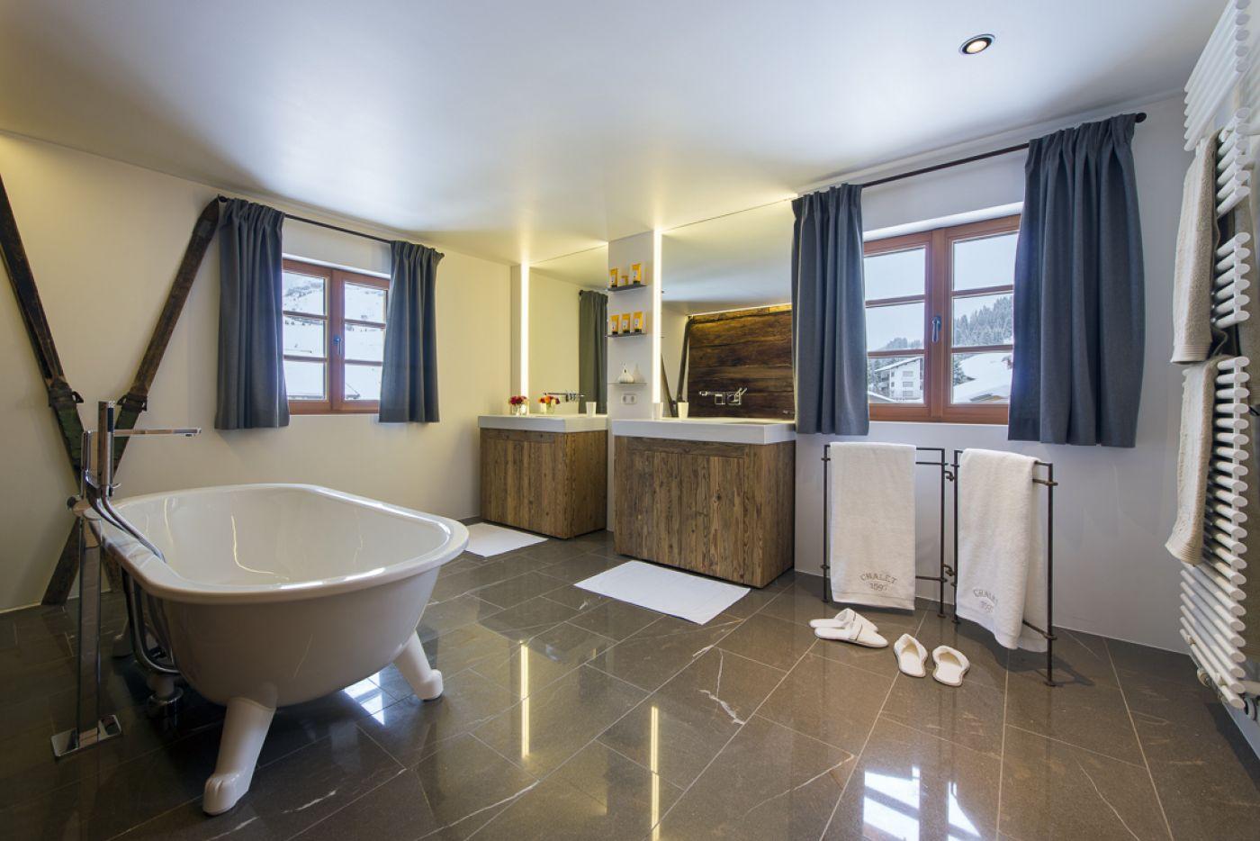 15chalet-1597-bathroom2-2